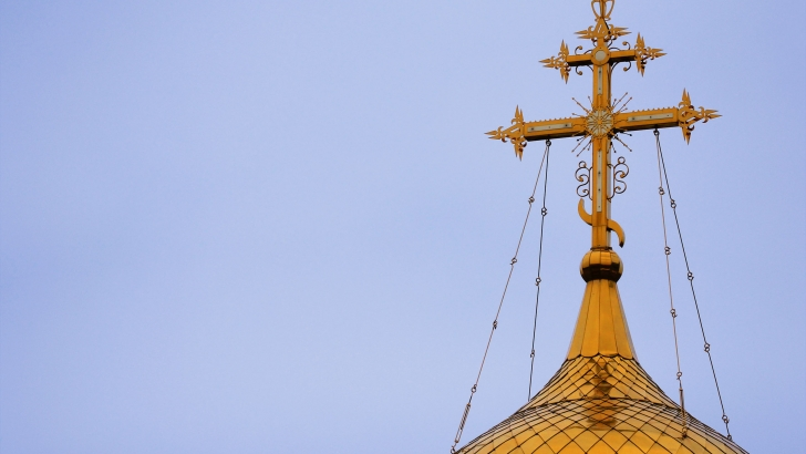 pravoslavnyi-krest-na-hrame-14221