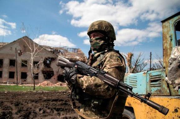 im578x383-ukraine-soldiers_AFP