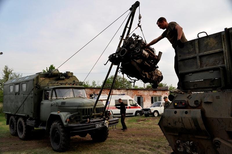 Эвакуация военной техники фото