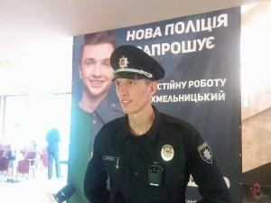 _Hmelnichanin_keruye_40_kiyivskimi_polismenami__1_2015_08_06_12_35_04