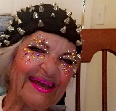 Модна бабуся стала зіркою мережі (ФОТО) 98d5261d44511
