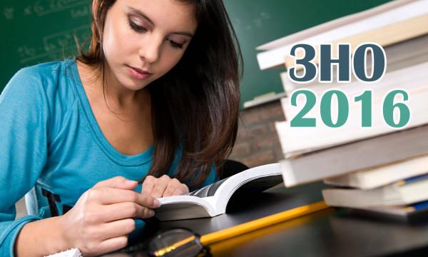 Female-student-studying-014