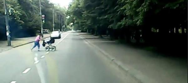 baba-z-kolyaskoyu-890x395