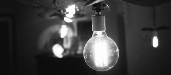 Osvitlennya-svitlo-elektrika-890x395