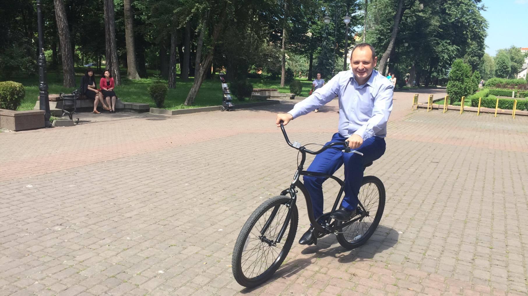 Мер Івано-Франківська  наказав усім чиновникам терміново купити велосипеди