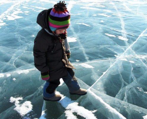В Коломиї діти намагалися вийти на небезпечну кригу міського озера